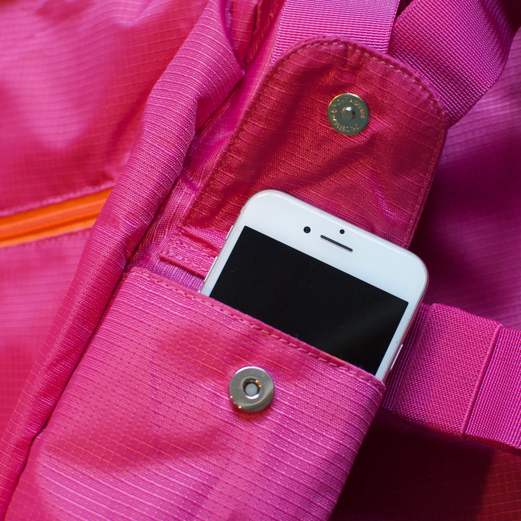 BackTpack 3.1 magenta cellphone pocket with cellphone, detail photo
