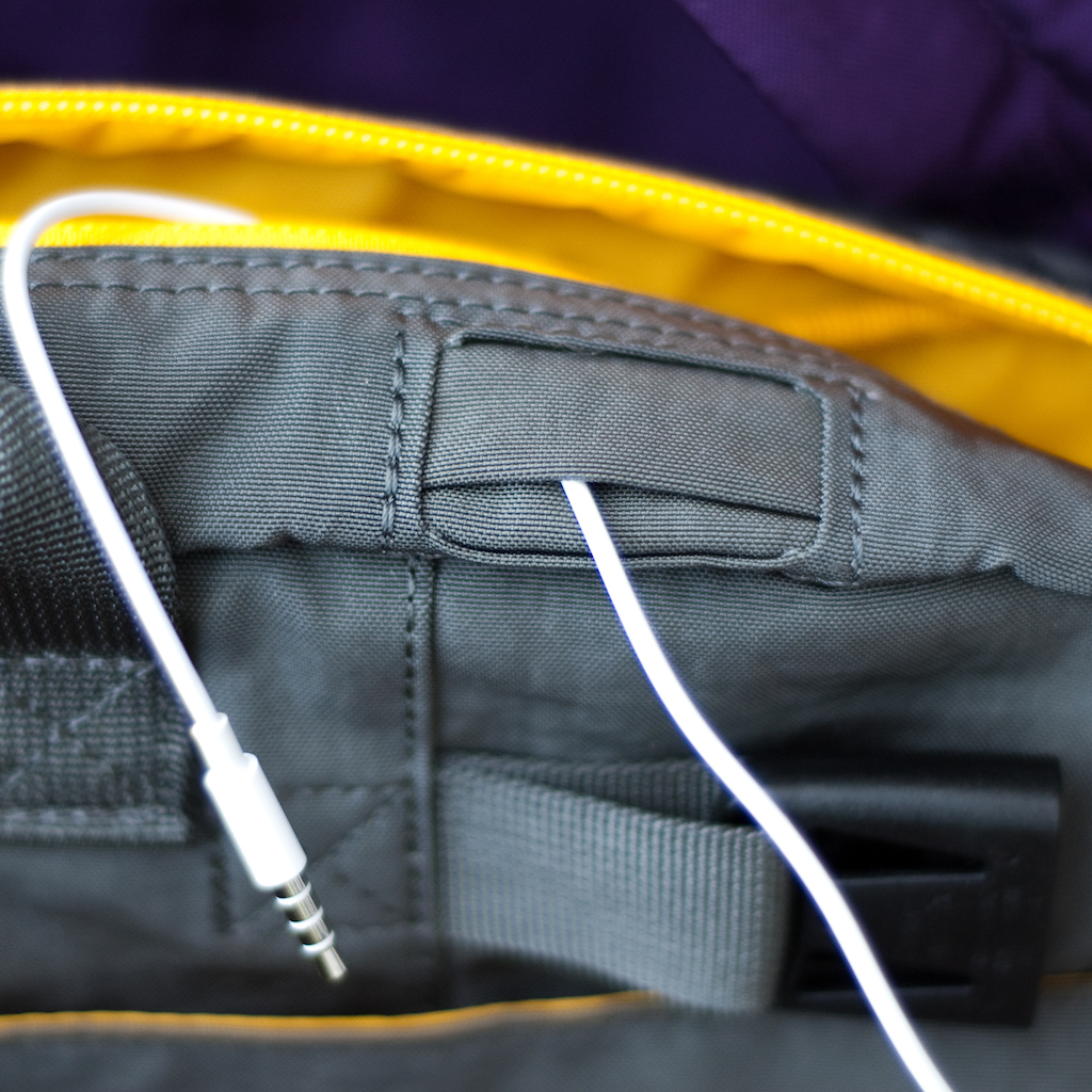 BackTpack 4 showing wiring through the headphone port